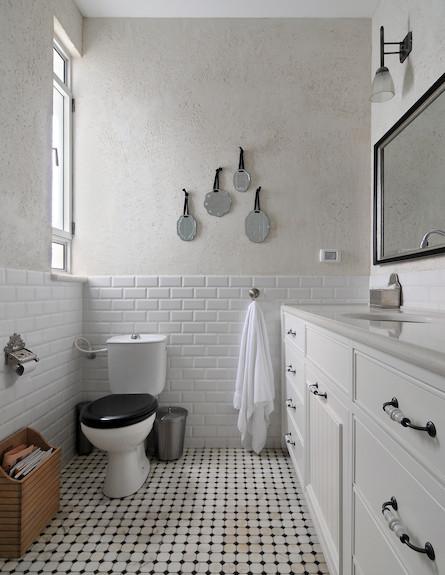 חדר רחצה שחור לבן (צילום: שי אדם)