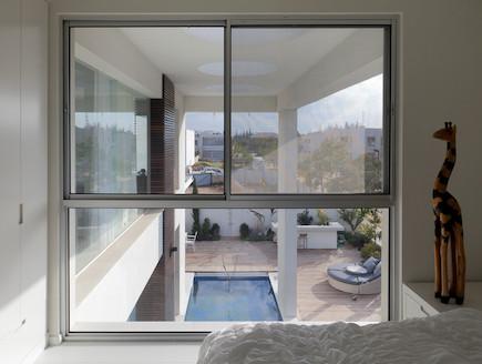 חלון בחדר שינה