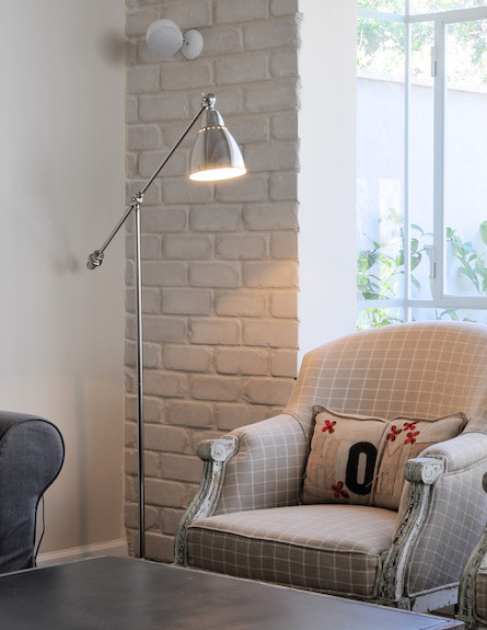 מנורה כסופה (צילום: שי אדם)