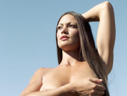 אישה עירומה (צילום: realsimple.com)