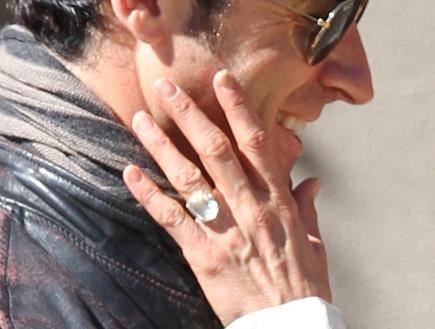 ג'ניפר אניסטון והטבעת (צילום: Jason Thomas, GettyImages IL)