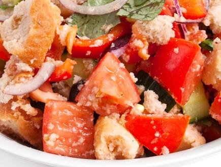 סלט עגבניות ולחם איטלקי