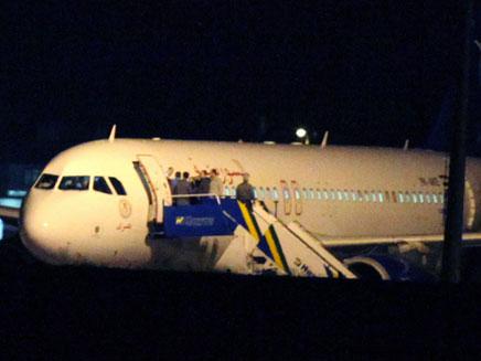 המטוס הסורי בשטחה של טורקיה, בשבוע שעבר (צילום: AP)