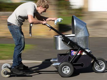 עגלת התינוק המהירה בעולם (צילום: thesun.co.uk)