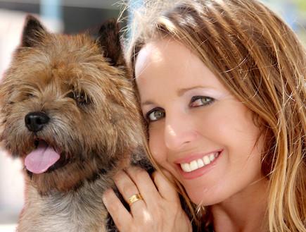 דורית פסיכולוגית הכלבים (צילום: עודד קרני)