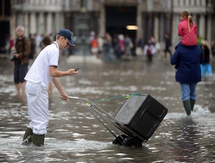 ונציה המוצפת (צילום: huffingtonpost.com)