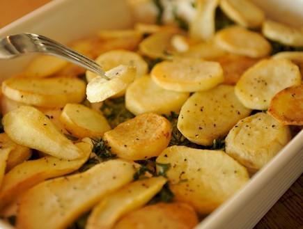 דג עם תפוחי אדמה, ביצה ופטרוזיליה (צילום: רועי ברקוביץ')