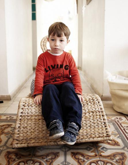 ילד על מחצלת (צילום: עדו לביא)