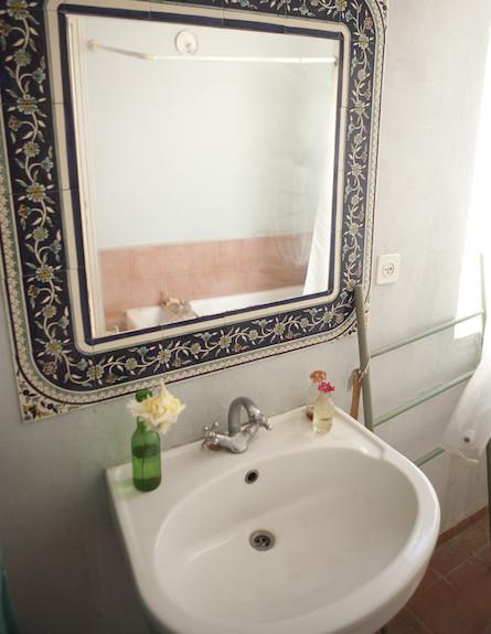 חדר רחצה (צילום: עדו לביא)
