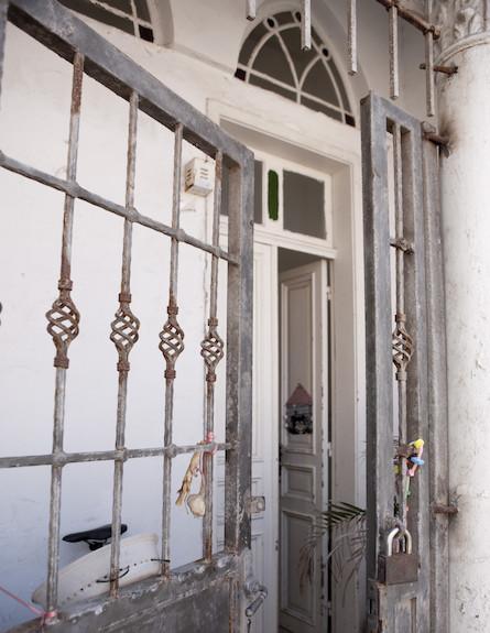 שער עם מנעול (צילום: מתוך קטלוג פמינה 2010, עידו לביא (ארכיון))