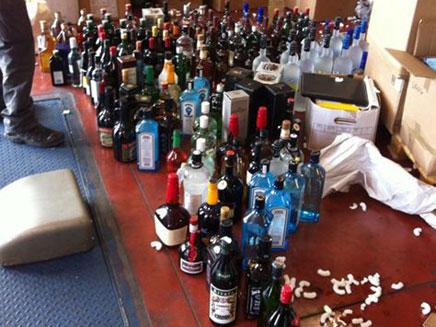 חשד: במכולותיו נמצאו אלפי מוצרים שונים (צילום: מכס חיפה)