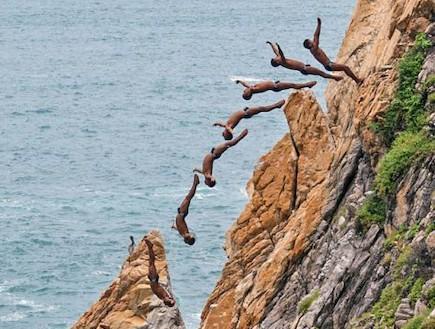 קופצים מצוק באקפולקו (צילום: dailymail.co.uk)