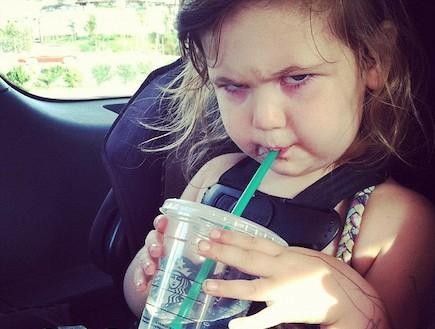 פרצופים מפחידים - ילדה עם קשית (צילום: צילום מסך מאתר Mommyshorts.com)