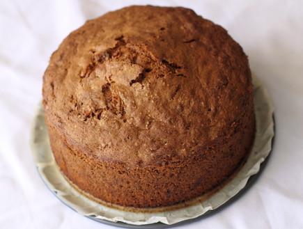 עוגת גזר - העוגה אחרי האפייה (צילום: חן שוקרון, אוכל טוב)