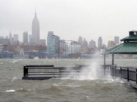 """שבוע לאחר """"סנדי"""", שוב סופה בניו יורק (צילום: AP)"""