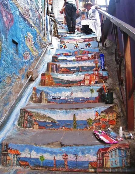 מדרגות ים (צילום: street-art-in-Valparaíso-Chile)