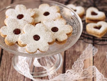 עוגיות חמאה, פקאן ומעדן פרי (צילום: חן שוקרון, אוכל טוב)