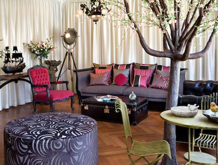 ספה וכריות (צילום: אורי אקרמן)