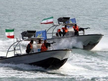 סירות קרב אירניות במפרץ הפרסי, ארכיון (צילום: http://www.alarabiya.net)