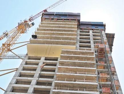 בונים מגדל (צילום: תמר מצפי)