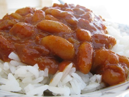 אורז עם שעועית ברוטב פיקנטי (צילום: אריאלה פיקסלר אלון , בישול בקצב הסלסה)