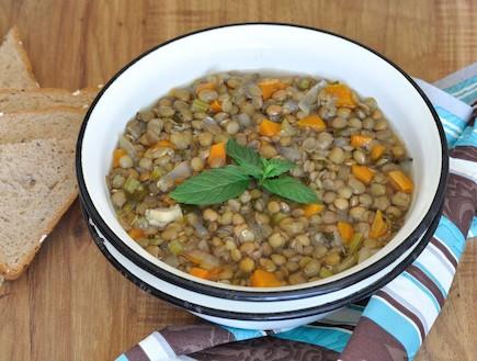 מרק עדשים (צילום: יפית בשבקין, אוכל טוב)