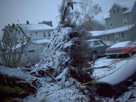 בתים נותקו מחשמל (צילום: רויטרס)