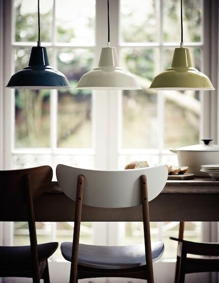 שלוש מנורות מעל השולחן (צילום: John Lewis)