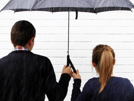 המטרייה הזוגית (צילום: מתוך האתר www.quentindecoster.com)