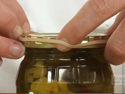 איך פותחים צנצנת