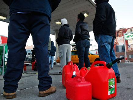 העומס בתחנות הדלק, השבוע (צילום: רויטרס)