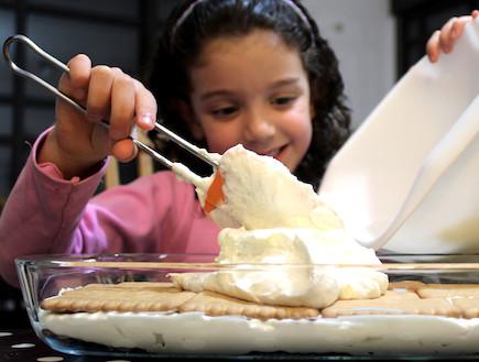 עוגת ביסקוויטים - בהכנה