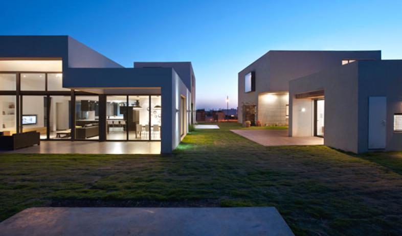 חזית הבתים בחושך (צילום: עודד סמדר)