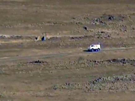 הרכב הצבאי מפנה את הפצועים מהזירה (צילום: חדשות 2)