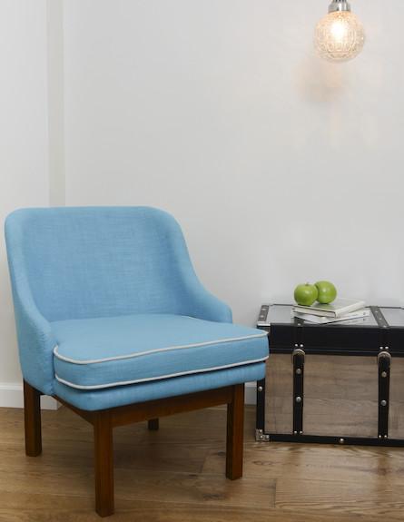 כיסא תכלת (צילום: אביב קורט)