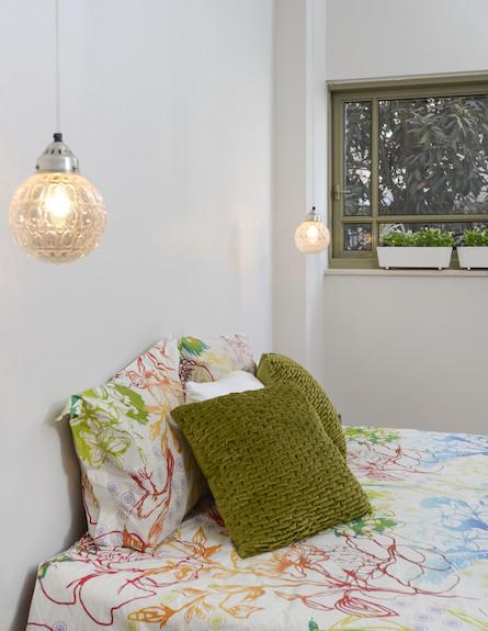 כריות במיטה (צילום: אביב קורט)