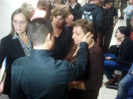 דנילוביץ' עם התושבים, השבוע (צילום: עזרי עמרם)