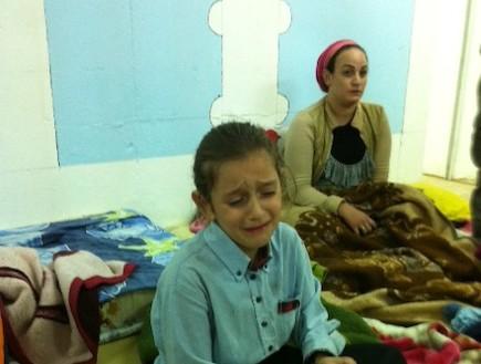מיכל בת התשע בוכה (צילום:  שמעון איפרגן)