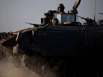 חיילים מחוץ לעזה (צילום: AP)