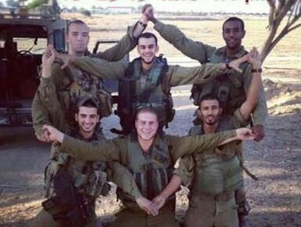 חיילים עושים מגן דוד