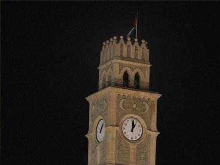 הדגל על גג מגדל השעון, אוקטובר 2012 (צילום: רפעת עכר)