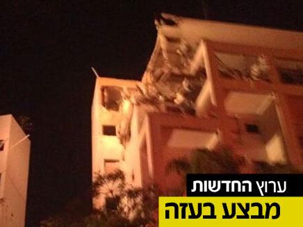 """הבניין שנפגע אמש בראשל""""צ (צילום: שמוליק גלבשטיין)"""
