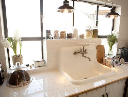מנורות במטבח (צילום: מתוך קטלוג פמינה 2010, עידו לביא (ארכיון))