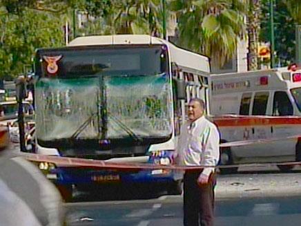 """האוטובוס הפגוע, היום בת""""א (צילום: חדשות 2)"""