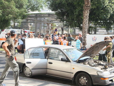פיגוע בתל אביב - מכונית (צילום: ראובן שניידר )