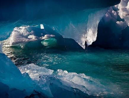 מערת קרח באביב