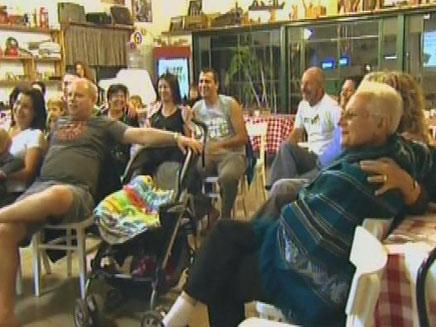 חברי קיבוץ נחל עוז (צילום: חדשות 2)