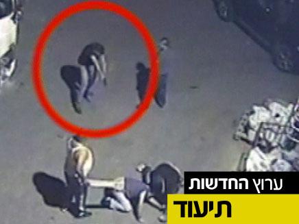 תיעוד הירי כפי שנקלט במצלמות האבטחה (צילום: מצלמות אבטחה)