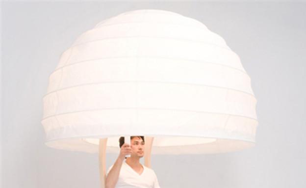 גוף תאורה עם אדם (צילום: מתוך האתר: seungyongsong.com)