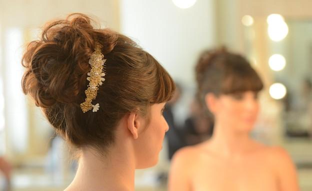 מראה שיער רומנטי אסוף (צילום: רותם ברק)